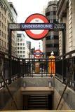 Muestra subterráneo de Londres en la calle fotografía de archivo