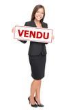 Muestra vendida francesa de las propiedades inmobiliarias - vendu del affiche Imágenes de archivo libres de regalías