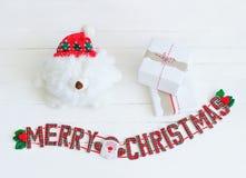 Muestra y cajas de la Feliz Navidad para la decoración interior Fotografía de archivo