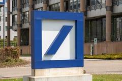 Muestra y logotipo de Deutsche Bank imagen de archivo libre de regalías