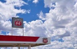 Muestra y logotipo de la gasolinera Phillips 66 Fotografía de archivo libre de regalías