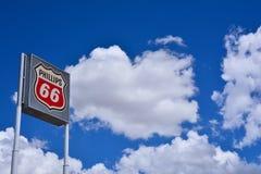 Muestra y logotipo de la gasolinera Phillips 66 Foto de archivo libre de regalías