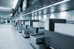Muestra y luces interiores del aeropuerto Imagen de archivo libre de regalías