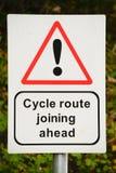 Muestra y poste indicador de la ruta del ciclo Imagenes de archivo