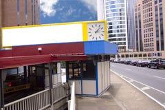 Muestra y reloj en blanco Foto de archivo libre de regalías