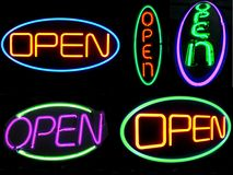 Muestras abiertas del neón Fotografía de archivo libre de regalías