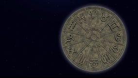 Muestras astrológicas del zodiaco dentro del círculo de piedra del horóscopo foto de archivo