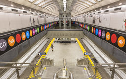 Muestras coloridas alrededor de las escaleras de la plataforma en el 72.o St Fotografía de archivo