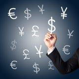Muestras de dinero en circulación del gráfico de la mano Imagen de archivo libre de regalías