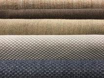 Muestras de diversa textura tejida marrón de la alfombra del sisal, azules fotos de archivo libres de regalías