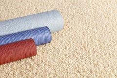 Muestras de la alfombra y del papel pintado y espacio de la copia Fotos de archivo