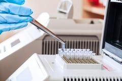 Muestras de la DNA del cargamento para la polimerización en cadena fotos de archivo libres de regalías