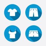 Muestras de la ropa Camiseta y pantalones con pantalones cortos Imagen de archivo libre de regalías