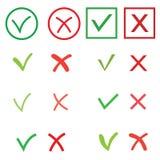 Muestras de la señal y de la cruz fijadas Marca de cotejo verde ACEPTABLE e iconos rojos de X, aislados en el fondo blanco Símbol Fotografía de archivo libre de regalías