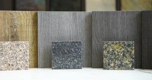 Muestras de suelo de la encimera y de la madera dura almacen de metraje de vídeo