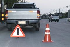 Muestras del cono y de la alarma del tráfico Fotos de archivo