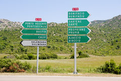 Muestras direccionales a las ciudades principales en Córcega, franco Imágenes de archivo libres de regalías