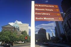 Muestras direccionales sobre la base de San Pedro y de Paul Cathedral, Philadelphia, PA Imagen de archivo