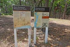 Muestras informativas para el parque histórico de Fremont del fuerte Imagen de archivo