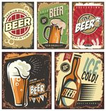 Muestras retras de la lata de la cerveza fijadas stock de ilustración