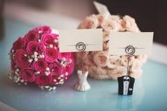 Muestras y flores de la boda Imagenes de archivo