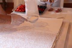Muestre cocinar el pastel de bodas Imagen de archivo libre de regalías