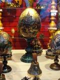 Muestre las tiendas de regalos, central histórico y los grandes almacenes más grandes de St Petersburg, asentando la yarda Fotos de archivo