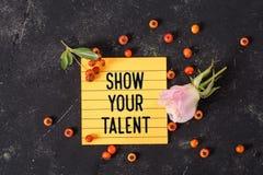 Muestre su texto del talento en nota imagen de archivo libre de regalías