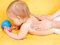 Mueva hacia atrás el masaje Imagen de archivo libre de regalías