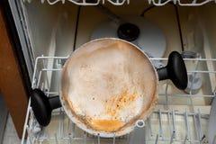 Muffa che cresce in un vaso sporco in una lavastoviglie That Was Left Unwash fotografie stock libere da diritti