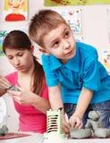 Muffa del bambino da argilla con l'insegnante. Immagini Stock Libere da Diritti