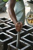 Muffa della prova del cubo di calcestruzzo per il controllo del lavoro di qualità o delle prove di compressibilità concreto Fotografia Stock