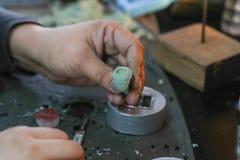 Muffa fatta a mano dell'anello dei gioielli fotografia stock libera da diritti