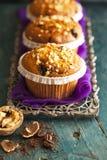 Muffin κέικ στον ασημένιο δίσκο Στοκ Φωτογραφίες