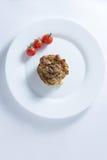 Muffin κολοκυθιών και ντομάτα κερασιών στο άσπρο πιάτο στοκ εικόνες με δικαίωμα ελεύθερης χρήσης