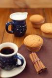 Muffin με τον καφέ Στοκ φωτογραφίες με δικαίωμα ελεύθερης χρήσης
