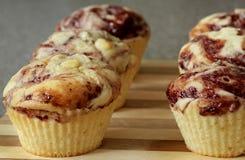 muffin σοκολάτας σμέουρο Στοκ Φωτογραφίες