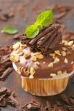 Muffin σοκολάτας με τα καρύδια στοκ φωτογραφίες