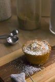 Muffin σπόρου παπαρουνών λεμονιών Στοκ Εικόνες