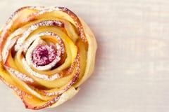Muffin της Apple με το σμέουρο Στοκ Φωτογραφία