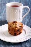 Muffin της Apple, σταφίδων και ξύλων καρυδιάς Στοκ Εικόνα
