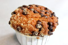 Muffin τσιπ σοκολάτας ανθυγειινή κινηματογράφηση σε πρώτο πλάνο τροφίμων Στοκ φωτογραφία με δικαίωμα ελεύθερης χρήσης
