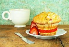 muffin των βακκίνιων αγροτικό επιτραπέζιο δάσος Στοκ Εικόνες