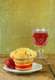 muffin των βακκίνιων αγροτικό επιτραπέζιο δάσος Στοκ εικόνα με δικαίωμα ελεύθερης χρήσης