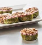 Muffin ai mirtilli casalingo per il Natale Immagini Stock Libere da Diritti