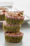 Muffin ai mirtilli casalingo per il Natale Immagini Stock