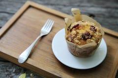 Muffin auf Holztisch stockfoto