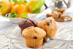Muffin auf Teller lizenzfreie stockfotografie