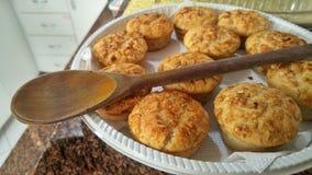 Muffin casalinghi alla cucina immagini stock libere da diritti