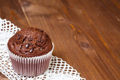 Muffin chocolate on dark wood table Royalty Free Stock Photos